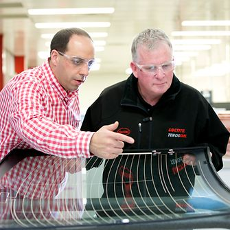 As a member of the Standards Australia Review Committee of the Australian Autoglass Industry Alliance, Henkel is lobbying for a new national standard relating to windscreen replacement in order to ensure driver safety.