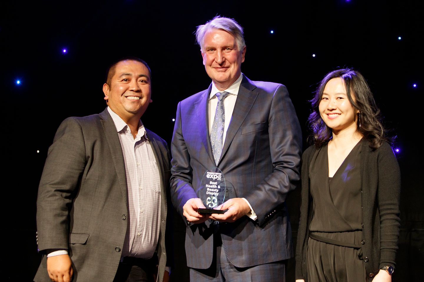 Henkel New Zealand's Beauty Care team receive the award from Steve Anderson, the Chief Executive Officer of Foodstuffs South Island Ltd.